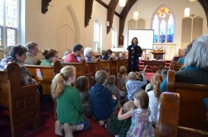 Rev. Leslie Mott gives the children's lesson during a Sunday service. (Photo by J. Tao)