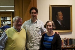 FrankLucente,libraryboardtrustee,left,andJenMcCreeryhostedarecentappearancebynovelistandGarrisonresidentAlexBerenson,center.(PhotobyKevinE.Foley)