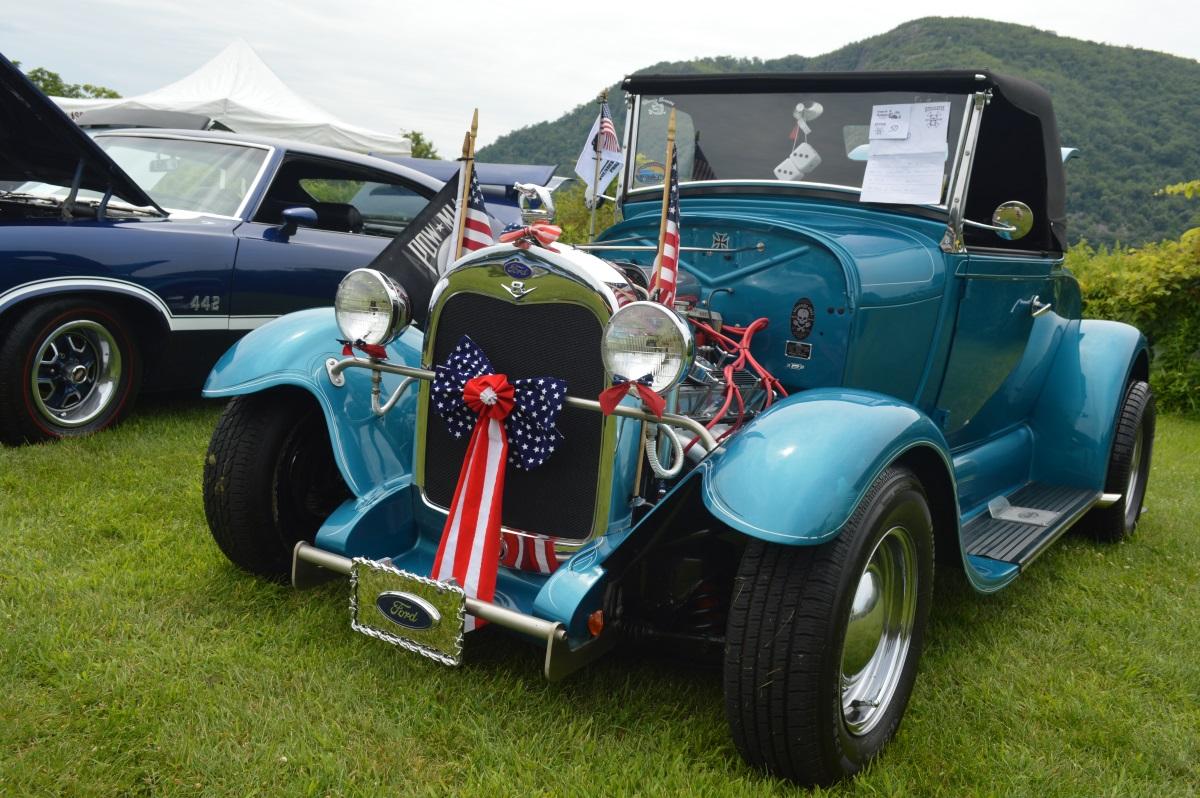 29 Ford car show