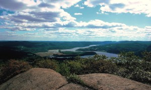 TheHudsonRiver,fromaboveColdSpring:Anti-pollutionadvocatessaytheriverbenefitedfromtheCleanWaterAct;someofthelaw'sdefunctprovisionscouldberestoredunderadraftfederalproposal.PhotobyL.S.Armstrong
