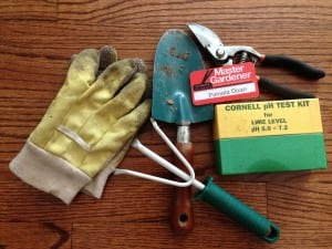 Essential garden tools (Photo by P. Doan)