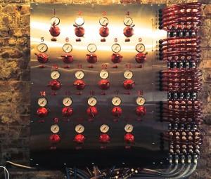 """DraughtIndustries'""""fluxcapacitor,""""connectingmorethan20beerstotaps."""