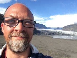 Artist Matt Frieburghaus in front of the Skaftafellsjokull Glacier