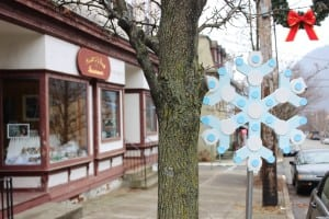 Wintry colors festoon a snowflake decorated by Galelyn Williams, outside of Powers & Haar Insurance. (Photo by A. Rooney)