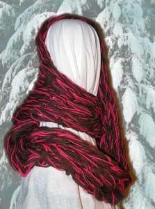 Arm-knittedinfinityscarfbyChrisSanders