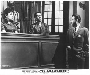 A promotional still from El Analfabeto