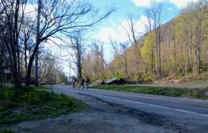 Hikers on Tuesday afternoon (April 28) cross Route 9D at Little Stony Point between streams of fast-moving cars. (Photo by L.S. Armstrong)