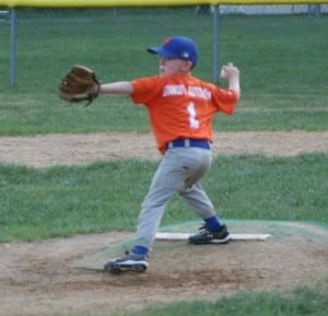 Hunter Erickson delivers pitch for the Mets. (Photo by Lee Erickson)