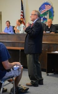 MarkButler,theTownBoard'sconsultingattorney,answersaudiencequestions.
