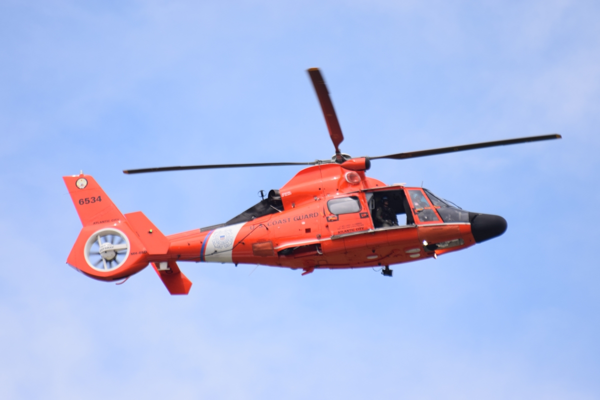 7-us-coast-guard-helicopter