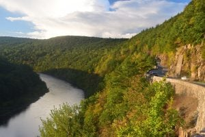 Hawk's Nest, just north of Port Jervis. (Photo by M. Turton)