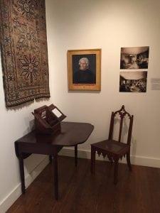 Furniture,photographsandobjectsassociatedwithAnnaandSusanWarnerondisplayatthePutnamHistoryMuseum.(PhotobyA.Rooney)