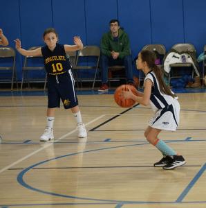 EloisePearsallshootsafreethrowintheLorettofifth-gradegirls'victoryonNov.20.(PhotobyKathyGordineer)