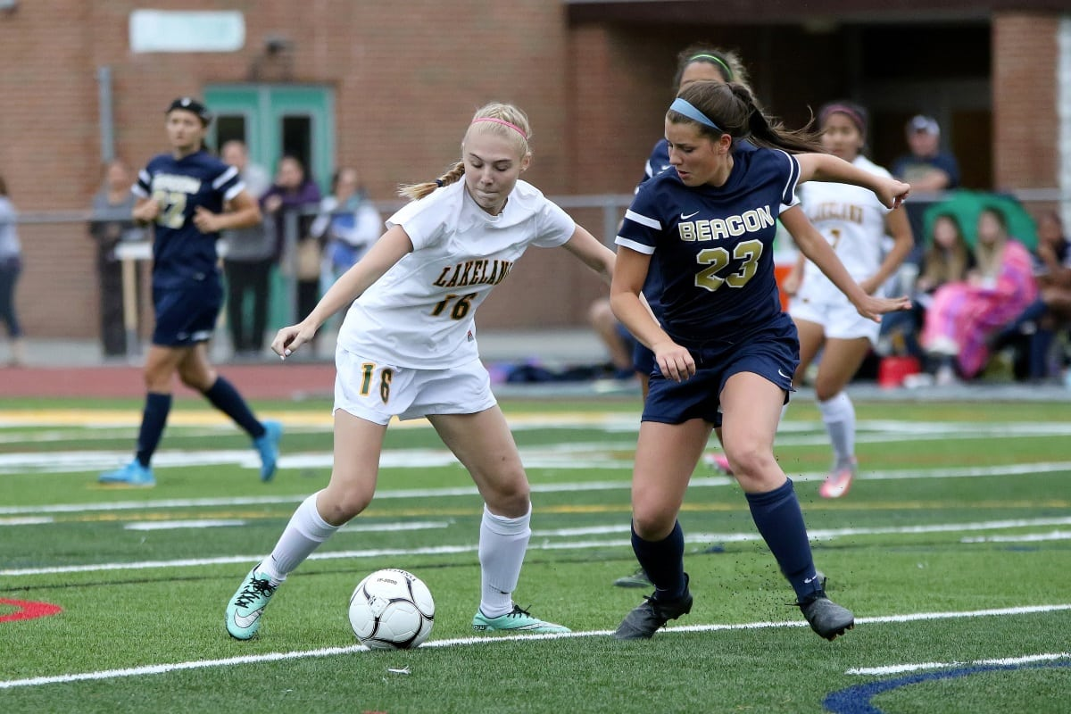 Sophomore Analiese Compagnone (23)