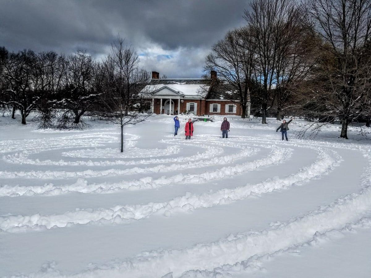 snow labyrinth karen thompson