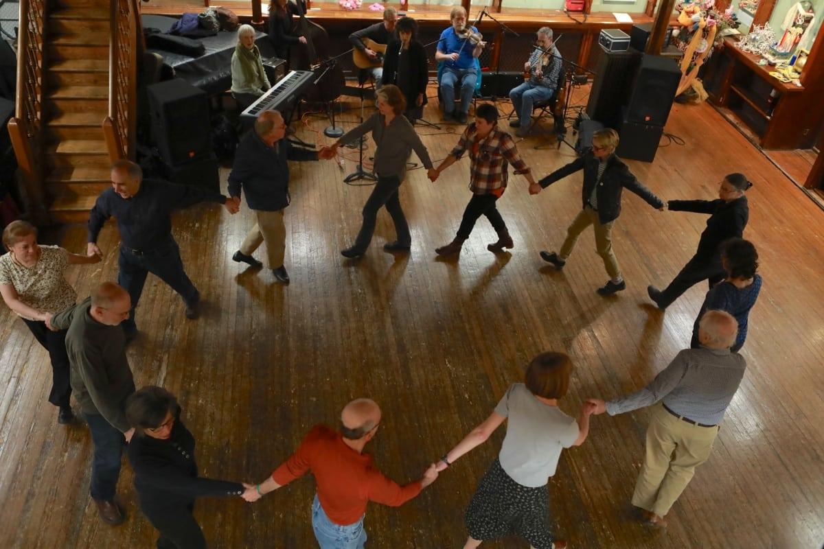7S1A6162 square dance