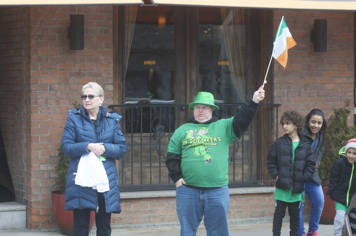 DSC_3297 parade of green beacon