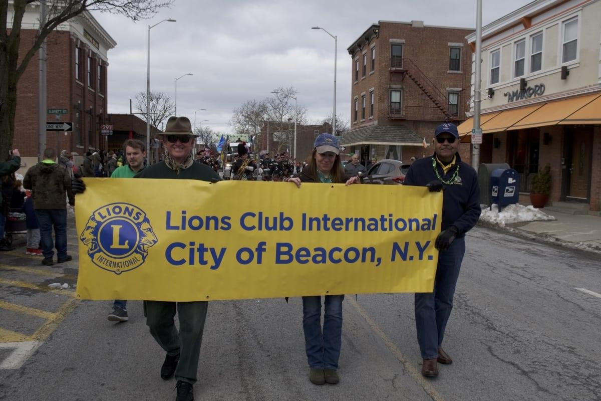 DSC_9134 parade of green beacon