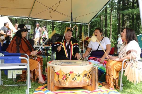 The Ninham Mountain Singers  pow wow