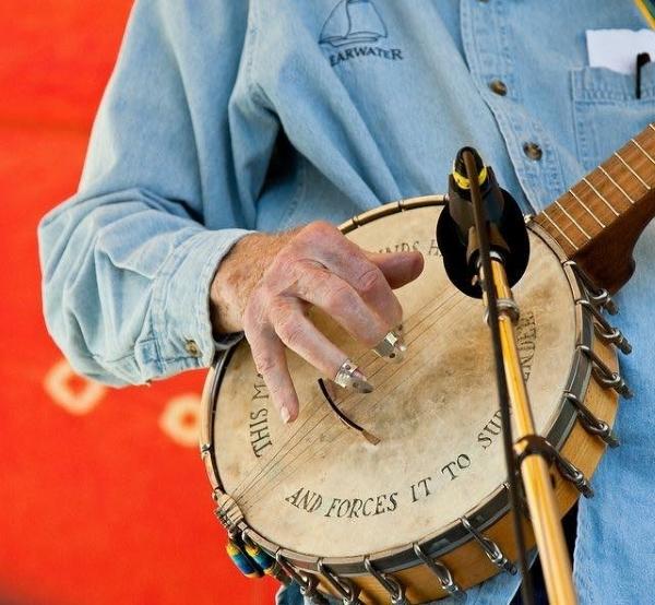 Blakeslee_Jennifer_Pete-Seegers-Banjo