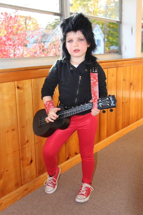 Amelia Gogola, as Joan Jett