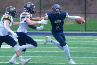 Beacon quarterback Jason Komisar