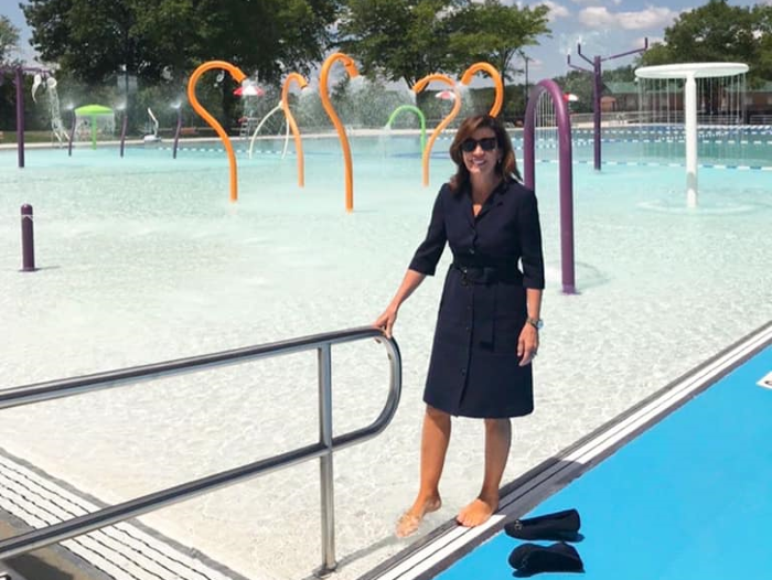 hochul at FDR pool