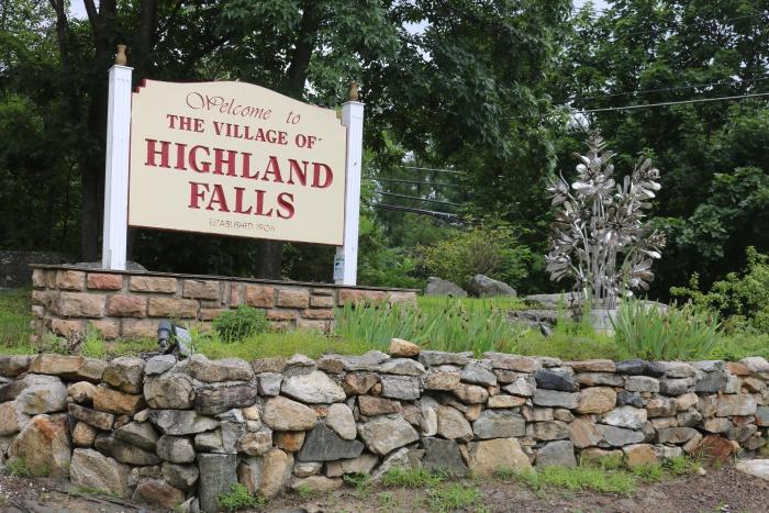 Highland Falls sign